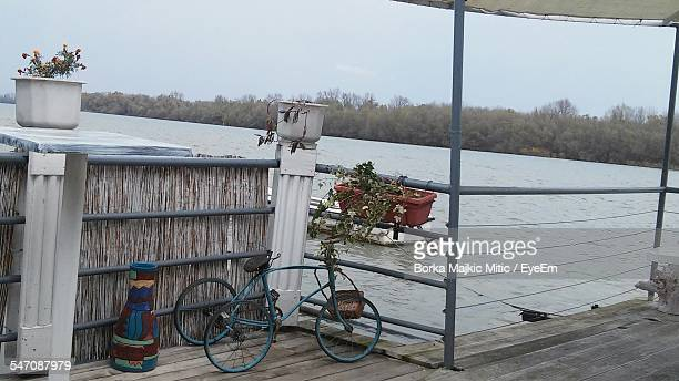 bicycle parked against lake - human powered vehicle fotografías e imágenes de stock
