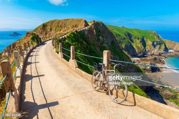 bicycle parked on sark isthmus - isola di guernsey foto e immagini stock
