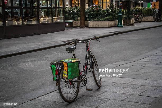 bicycle - jean marc payet stockfoto's en -beelden