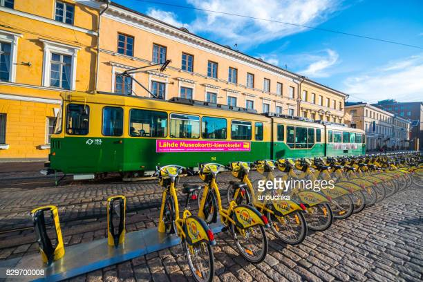 元老院広場、ヘルシンキ、フィンランドに自転車を共有するシステムのバイク駐車 - ヘルシンキ ストックフォトと画像