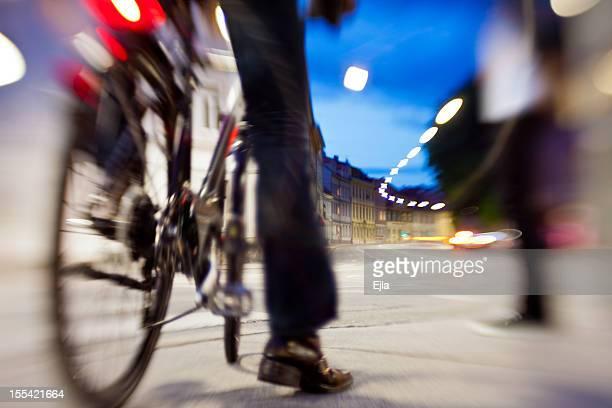 自転車ウェイティングの十字路グラーツ