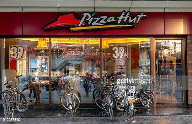 Bicycles and motorbikes stop outside a Pizza Hut restaurant Pizza Hut makes up 25% of Yum Brands restaurants in China Pizza Hut reported a 2% sales...