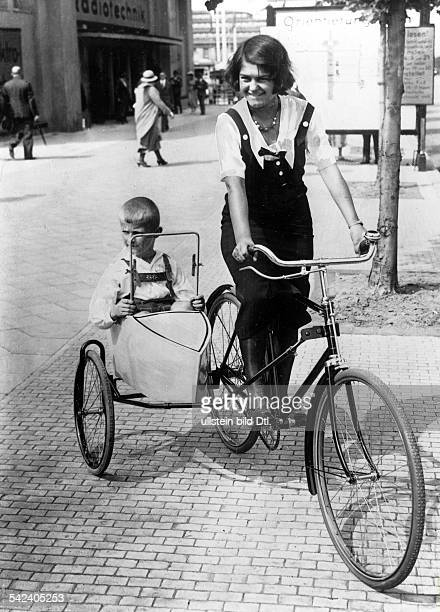 Bicycles Bicycle with sidecar 1932 Vintage property of ullstein bild