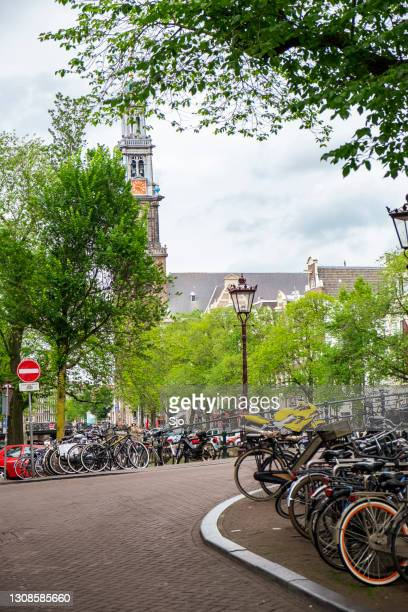 """bicycles parked next to a canal in amsterdam, the netherlands - """"sjoerd van der wal"""" or """"sjo"""" stock pictures, royalty-free photos & images"""