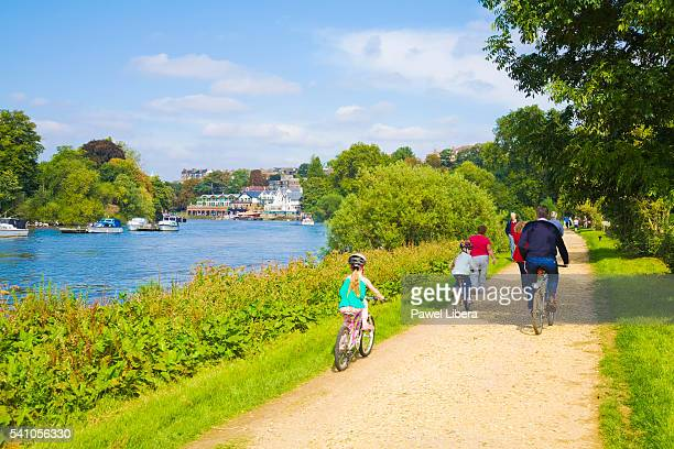 bicycling on the thames path in richmond upon thames - richmond upon thames stock pictures, royalty-free photos & images