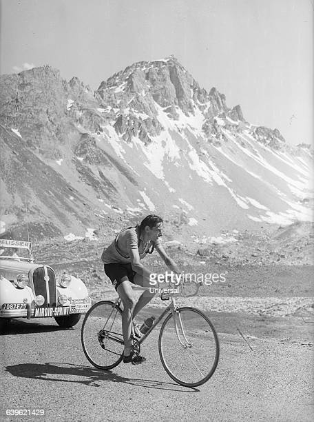 Bicyclist Fausto Coppi in the 11th stage of the 1952 Tour de France on the Galibier Pass | Location Between Le Bourgd'Oisans and Sestriere France