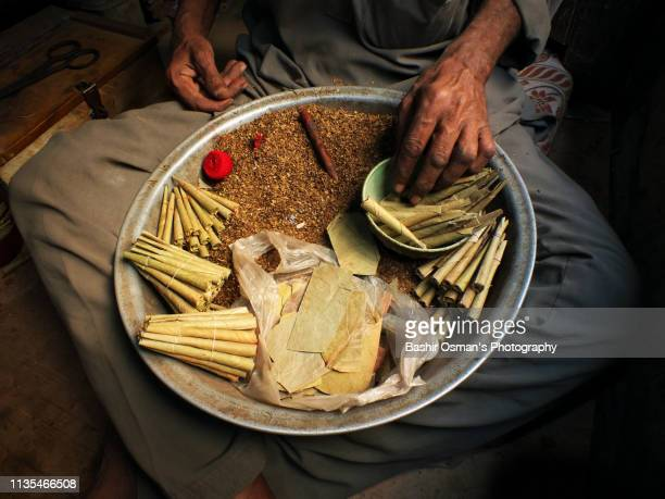 bidi cigarette -the traditional form of smoking tobacco - bangladeshi culture stock pictures, royalty-free photos & images