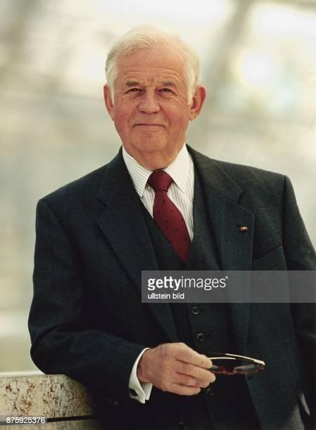 Biedenkopf Kurt * Politiker D Ministerpraesident von Sachsen 19902002 Halbportrait Mai 1999