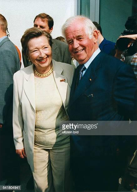 Biedenkopf, Kurt *- Politiker , DMinisterpraesident von Sachsen 1990-2002- mit seiner Ehefrau Ingrid am Tag dersaechsischen Landtagswahlen