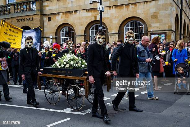 A bier bearing a floral tribute to William Shakespeare is wheeled through the town during the Shakespeare Birthday Celebration Parade on April 23...