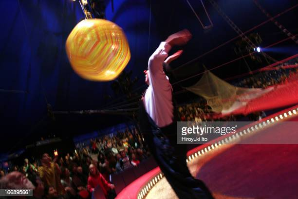 Big Apple Circus presents Grandma Goes To Hollywood at Damrosch Park on Saturday afternoon October 22 2005This imageGreg DeSanto bouncing up baloons...