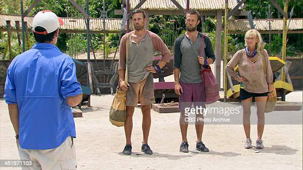 S BEACH WAIKIKI NOVEMBER 18 Big Bad Wolf Jeff Probst addresses Aras Baskauskas Vytas Baskauskas and Tina Wesson before the start of the the...