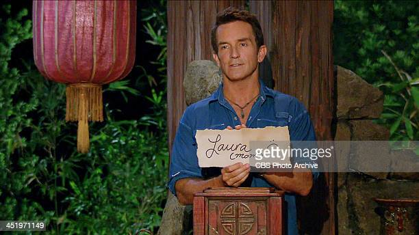 S BEACH WAIKIKI NOVEMBER 18 Big Bad Wolf Jeff Probst holds up Ciera Eastin's vote against her mother Laura Morett at Tribal Council during the tenth...