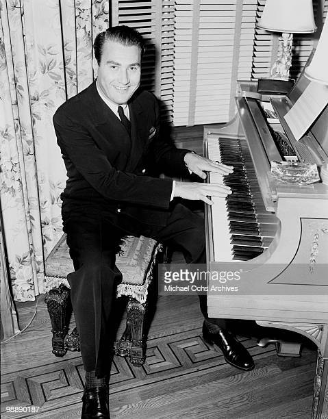 Big Band Leader Artie Shaw poses for a portrait on December 10 1943 in Los Angeles California