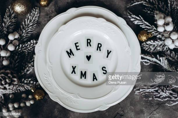 big beautiful plate with merry xmas text - christmas decore candle stock pictures, royalty-free photos & images