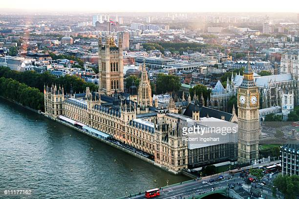 big ben and houses of parliament on river thames, dusk - regierung stock-fotos und bilder