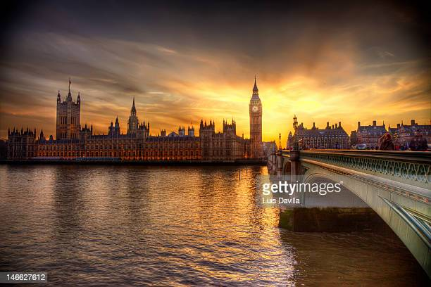 big ben and houses of parliament - river thames stock pictures, royalty-free photos & images
