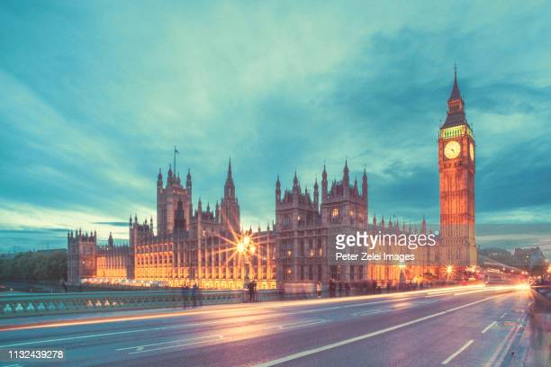 big ben and the house of parliament in london at dusk - ウェストミンスター橋 ストックフォトと画像