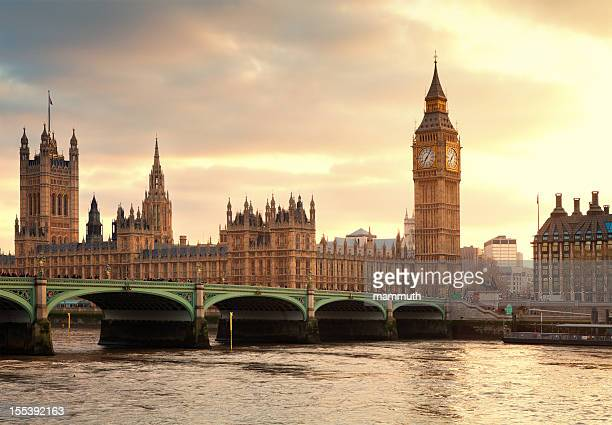 big ben and the parliament in london at sunset - big ben stockfoto's en -beelden