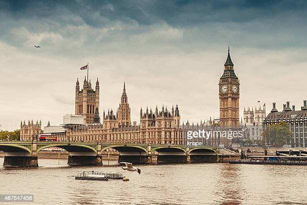 big ben and the parliament in london - river thames stock pictures, royalty-free photos & images
