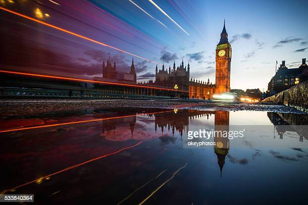 big ben at dusk with traffic lights, london - houses of parliament london stock pictures, royalty-free photos & images