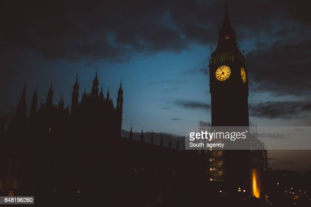 big ben clock tower at night - gothic stock pictures, royalty-free photos & images