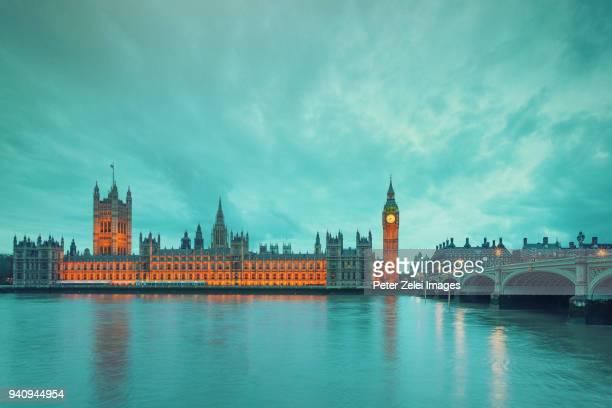 big ben in london - wahrzeichen stock-fotos und bilder