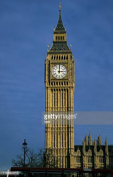 Big Ben which watch hands showing 3 o'clock in London