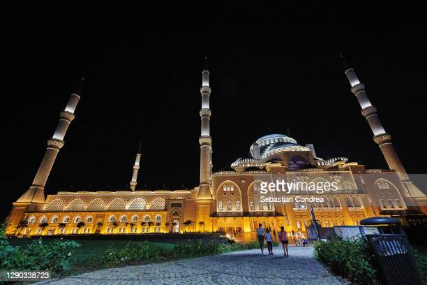 big camlica mosque (buyuk camlica camii) at night in istanbul, turkey. - royal tour stock pictures, royalty-free photos & images