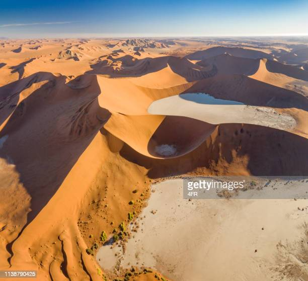 big daddy dune with dead vlei, sossusvlei, namib desert, namibia, africa - namib naukluft national park stock pictures, royalty-free photos & images