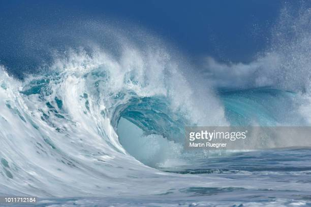 big dramatic wave. oahu, hawaii, usa, pacific islands, pacific ocean. - pacific ocean stock photos and pictures