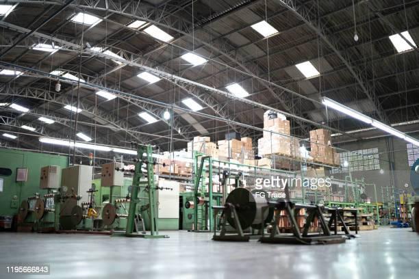 大きな工場・生産ライン - 工業設備 ストックフォトと画像