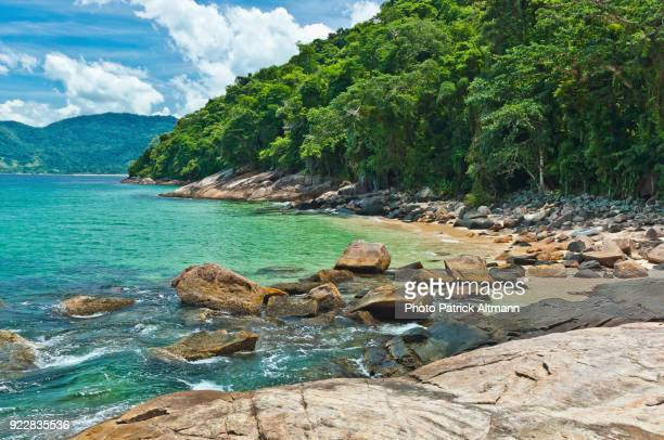 big granite rocks shelter a small creek on a secluded, uninhabited island in the state of rio de janeiro, brazil - angra dos reis imagens e fotografias de stock