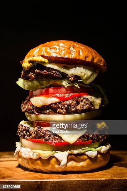 big hamburger on black - ハンバーガー ストックフォトと画像