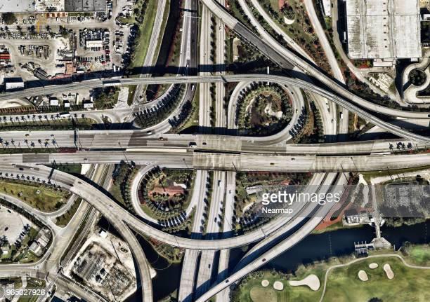 big intersection on maiami, florida, usa - aeropuerto internacional de miami fotografías e imágenes de stock