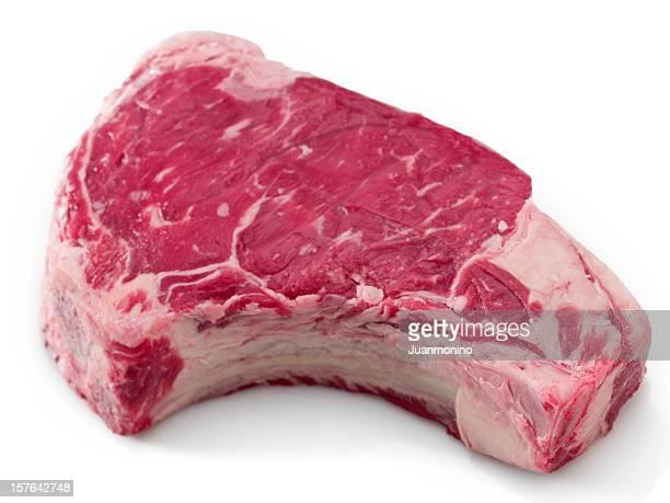 De res grandes y jugosos bistecs de carne de res