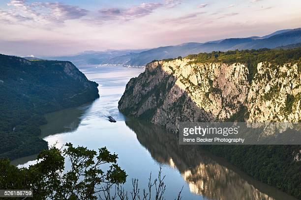 big  kazan - danube river - ルーマニア ストックフォトと画像