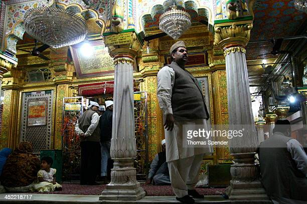 CONTENT] A big man at the Hazrat Nizamuddin shrine in Delhi