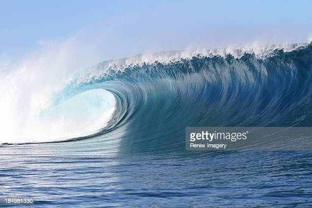 big powerful wave - wave stock pictures, royalty-free photos & images