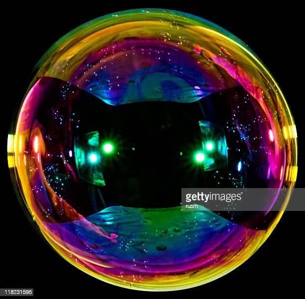 Grandes sobre fondo negro de burbujas de jabón