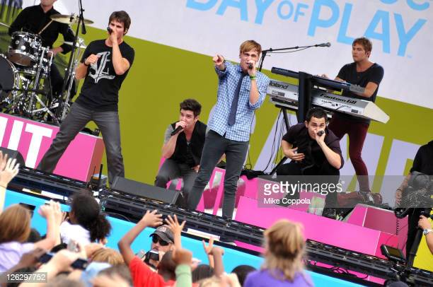 Big Time Rush perform during Nickelodeon's largest ever Worldwide Day of Play at the Ellipse on September 24 2011 in Washington DC