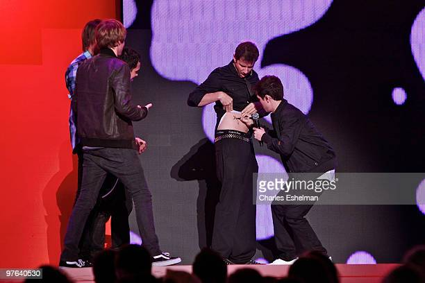 Big Time Rush star Logan Henderson autographs Fanboy and Chum Chum voice actor Jamie Kennedy attends the 2010 Nickelodeon Upfront Presentation at...