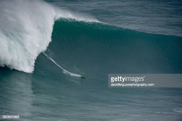 big wave surfing - big wave surfing stock pictures, royalty-free photos & images