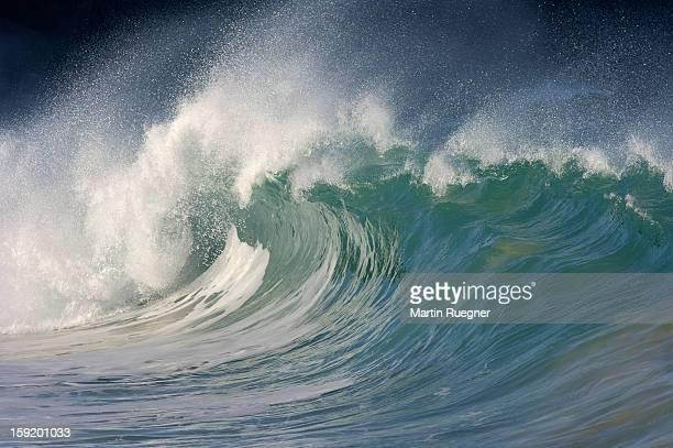 big wave, waimea bay, oahu, hawaii, usa - waimea bay - fotografias e filmes do acervo