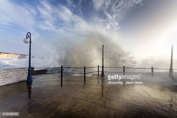big waves at freshwater bay - s0ulsurfing stock pictures, royalty-free photos & images