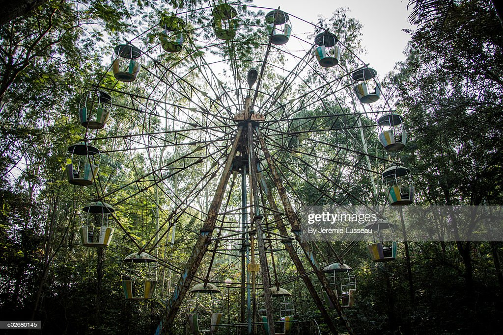 A Big Wheel In An Abandoned Theme Park High Res Stock Photo Getty Images