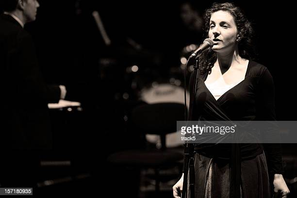 bigband: female jazz singer in performance behind the microphone