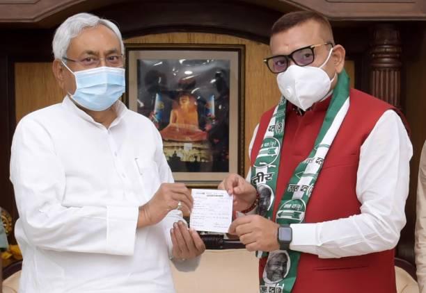 IND: Former Bihar DGP Gupteshwar Pandey joins JDU