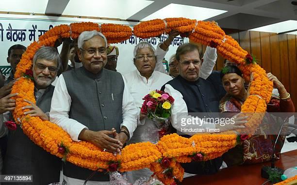 Bihar Chief Minister Nitish Kumar along with RJD Chief Lalu Prasad Yadav JD leader Sharad Yadav Bihar MLA and RJD leader Rabri Devi and others after...