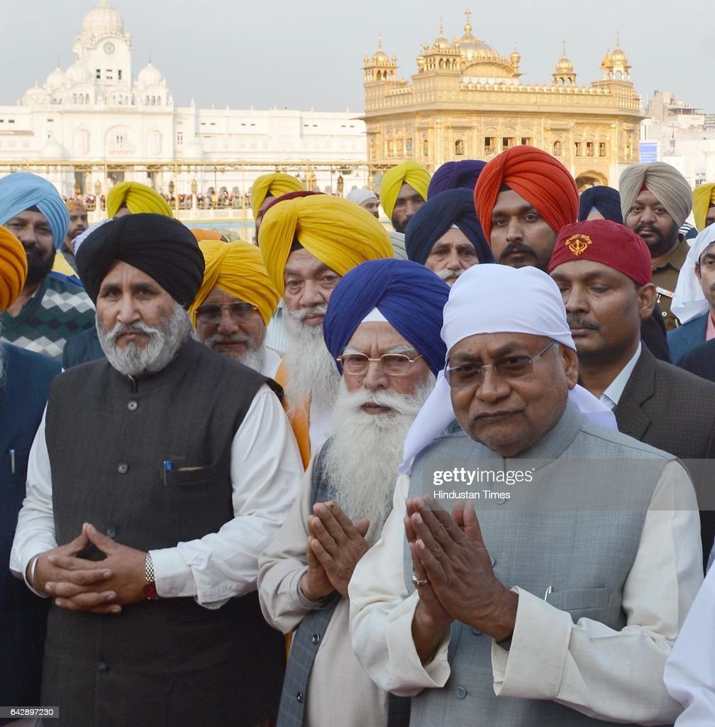 Bihar Chief Minister Nitish Kumar with SGPC Chief Kirpal Singh Badungar and Punjab Education Minister Daljit Singh Cheema paying obeisance at Golden..
